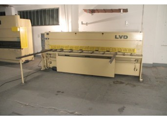Cisaille guillotine Hydraulique LVD occasion