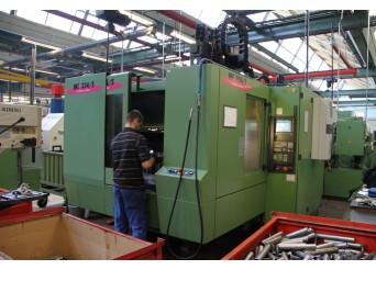 Centre d'usinage vertical STAMA MC 334/S occasion